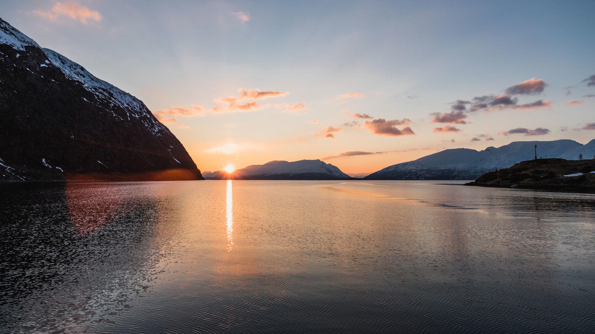 Mitternachtsonne In Norwegen Auf Skitour