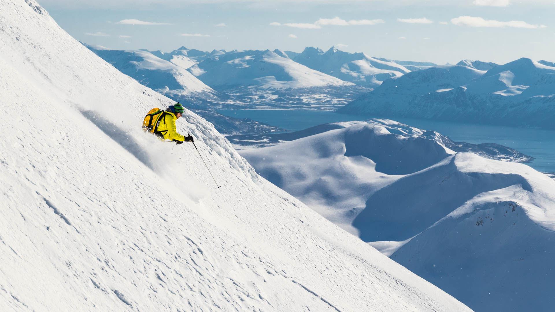 Traum Abfahrt In Den Lyngen Alpen Skitouren In Norwegen Mit Dem Schiff